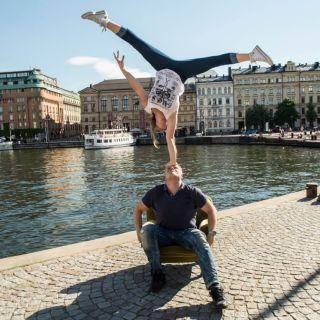 Acrobatic show SUHDE por Kate and Pasi