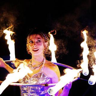 Lichtshows und Feuershows von Kungfire Performances