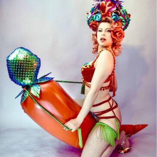 Burlesquetänzerin & Showgirl by Foxic Poison