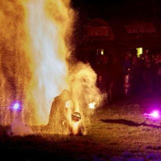 Feuershow by Solomon Solgit