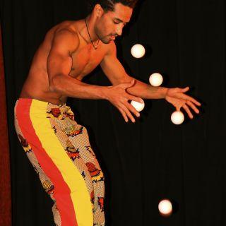 Bouncing ball jonglage por Solomon Solgit