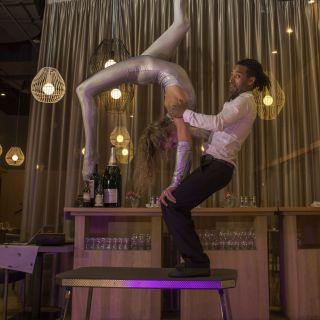 Duo-Akrobatikshow von Solomon Solgit
