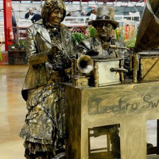 Living Statues - Electro Swing, Steampunk DJ's by Selway Statues