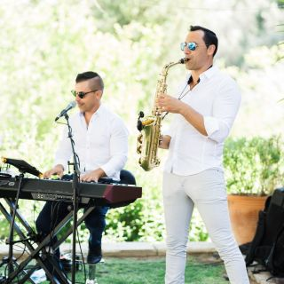 2Exclusive - Sax, Piano and Vocals by Leandro Russo The Pianoman