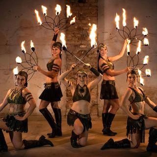ILUSIAS   UV LIGHT & FIRE SHOW profile picture