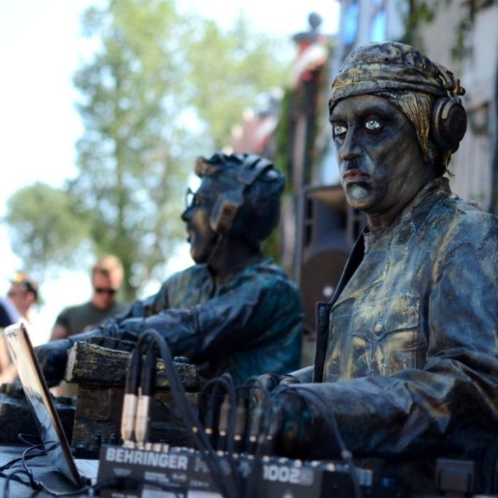Living Statues DJs highlight