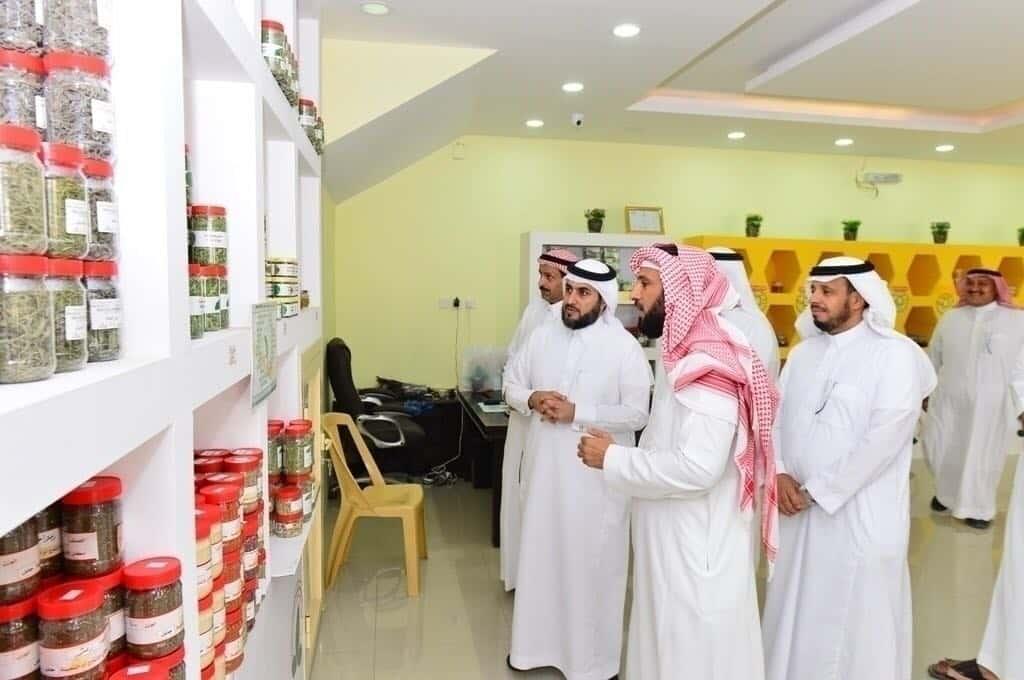 نائب وزير البيئة يتفقد الجمعية التعاونية الزراعية التسويقية بحائل