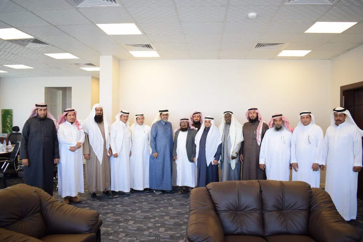 رئيس مجلس الإدارة يلتقي برؤساء مجالس إدارات الجمعيات التعاونية للنحالين بالمملكة