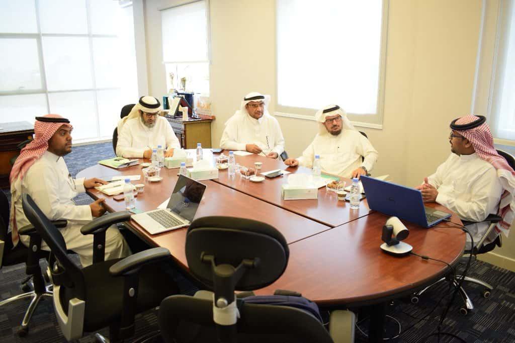 رئيس مجلس الإدارة يلتقي بممثلي هيئة المنشئات المتوسطة والصغيرة