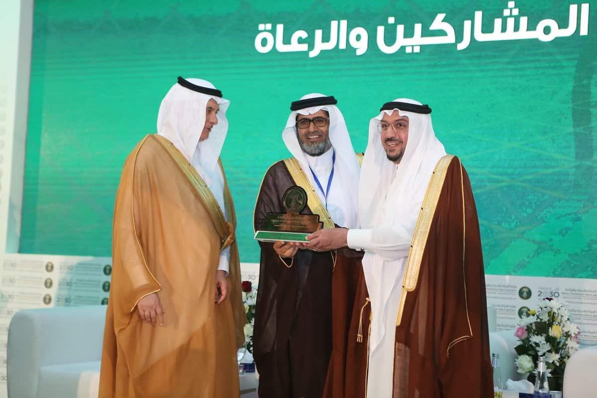 أمير القصيم يكرم مجلس الجمعيات التعاونية