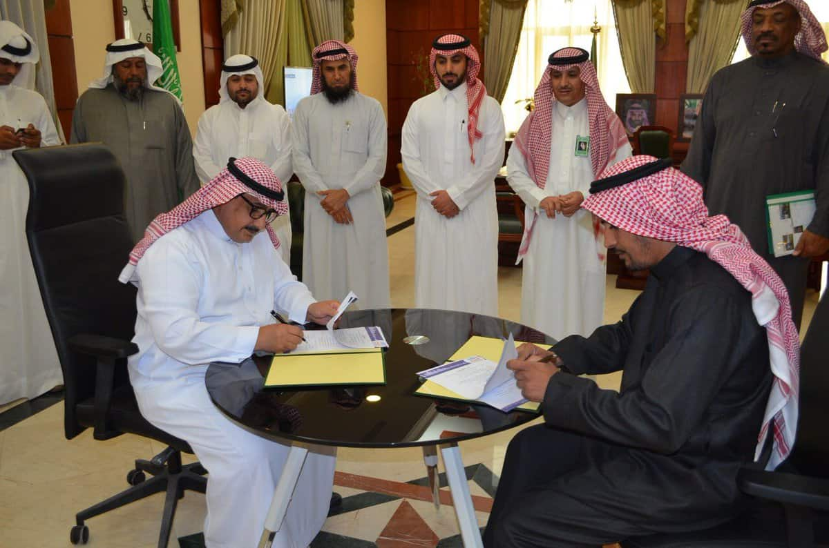 الجمعية التعاونية الزراعية بعنيزة توقع اتفاقية تنفيذ مشروع تطوير صالة الخضار .