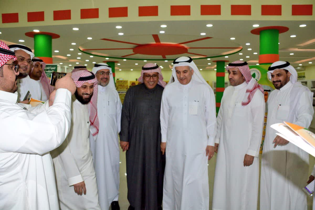 معالي وزير الزراعة يزور مركز التسويق التابع للجمعية التعاونية التسويقية بحائل