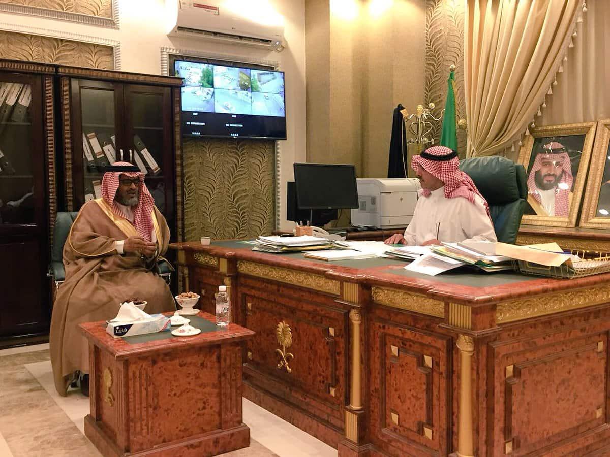محافظ الحجرة يستقبل د. عبدالله كدمان