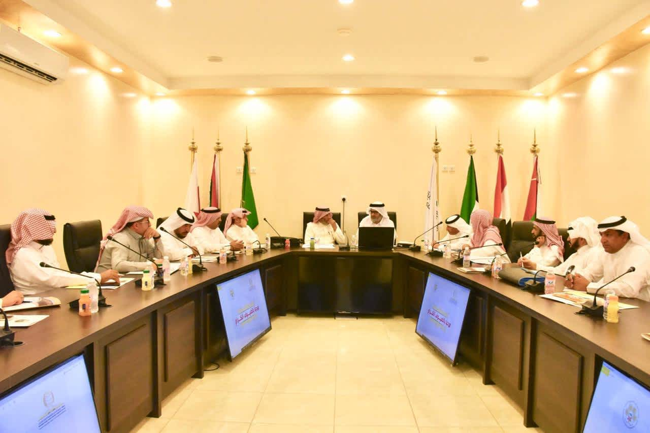 رئيس مجلس الادارة يجتمع بالجمعيات المنفذة لتأهيل المدرجات الزراعية بالباحة