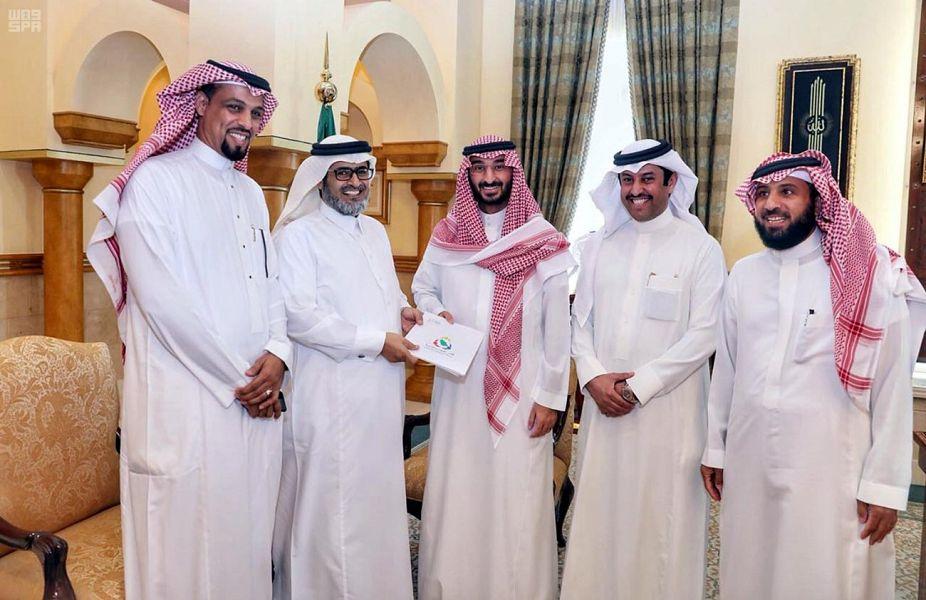 عبدالله بن بندر يطلع على خطط وبرامج الجمعيات التعاونية