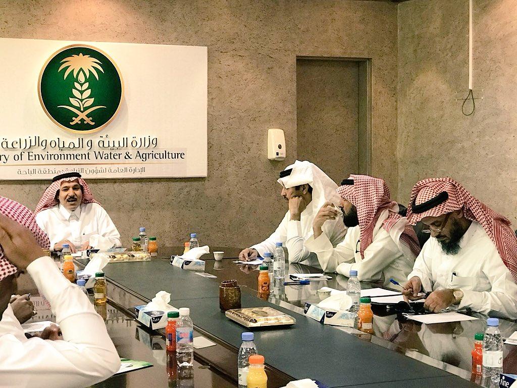 لقاء مشرفين مشروع مبادرة تأهيل المدرجات الزراعية بنائب رئيس المجلس بمنطقة عسير