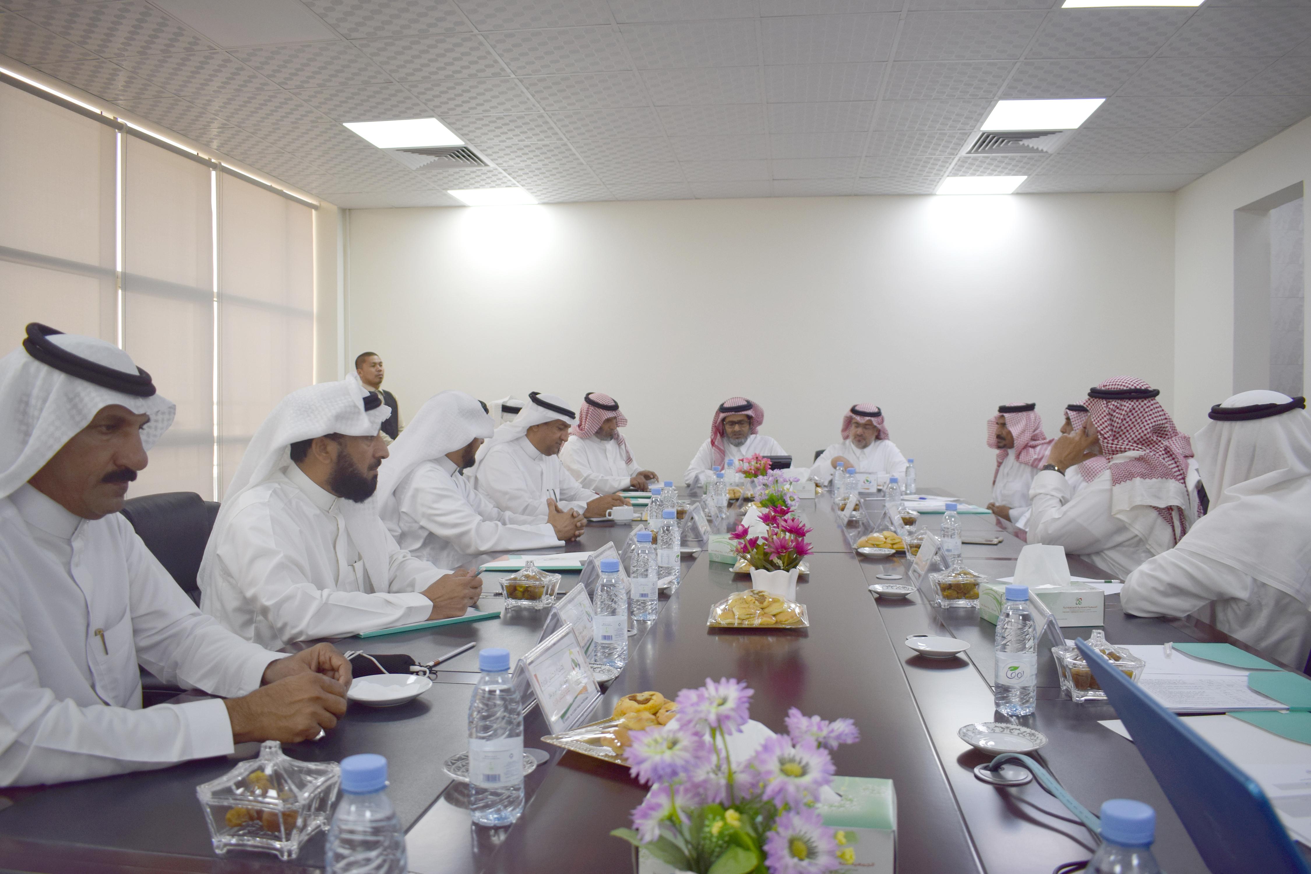 وكيل وزارة البيئة والمياه والزراعة يجتمع بمجلس الإدارة