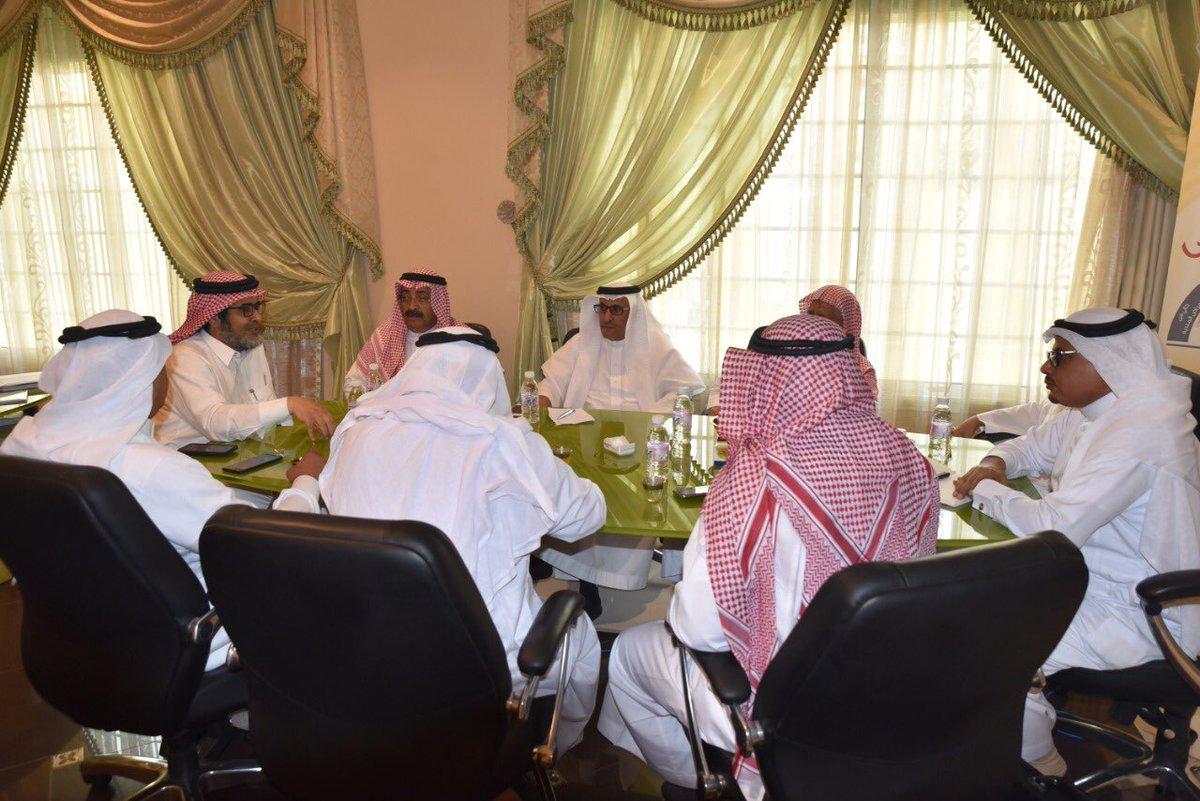 بن كدمان يجتمع برؤساء الجمعيات التعاونية المنفذين للمدرجات الزراعية