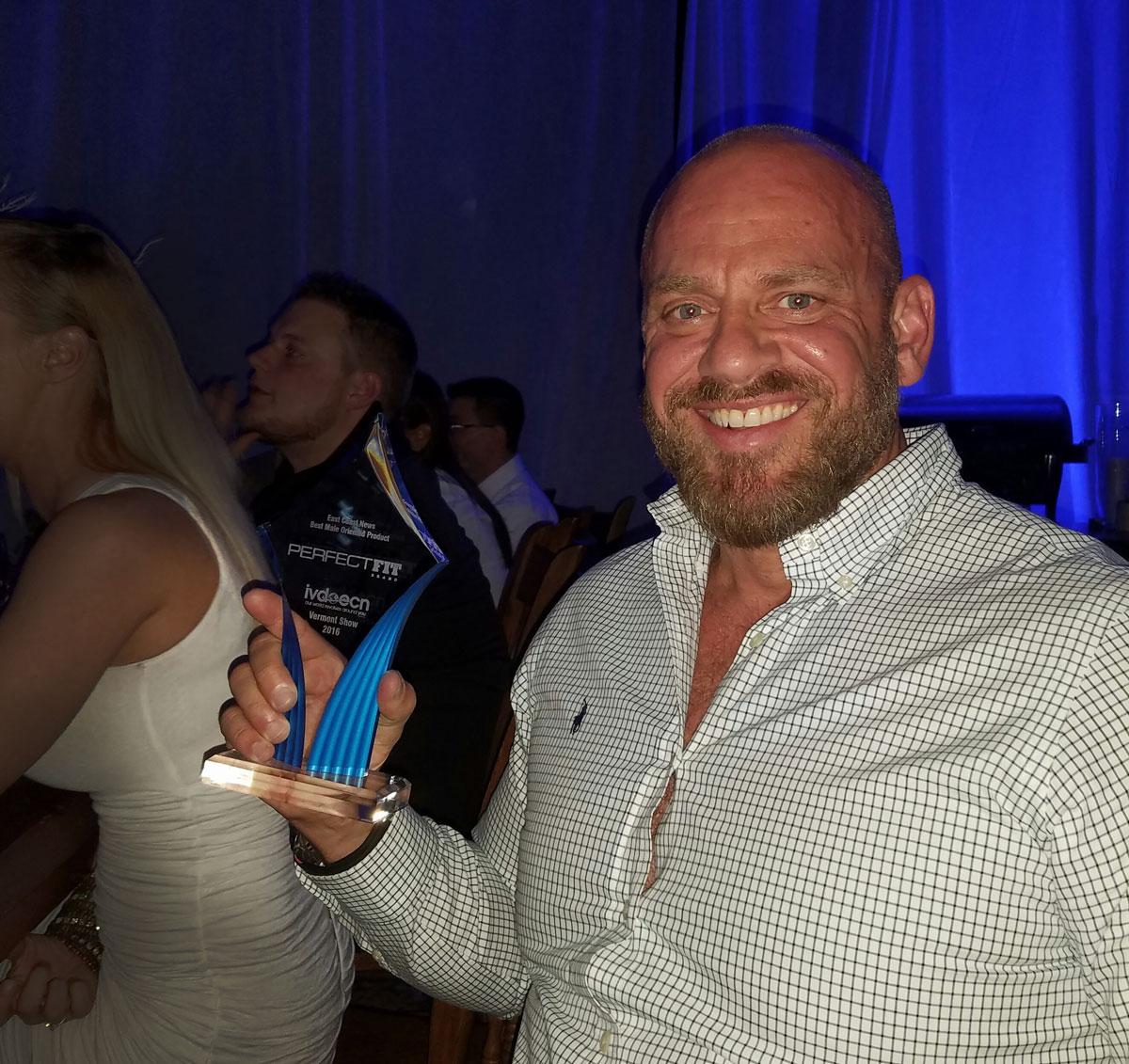 Steve Callow accepts the 2016 East Coast News Award