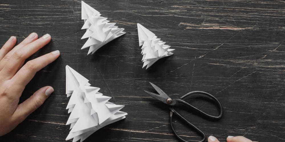 DIY Christmas decorations made from paper