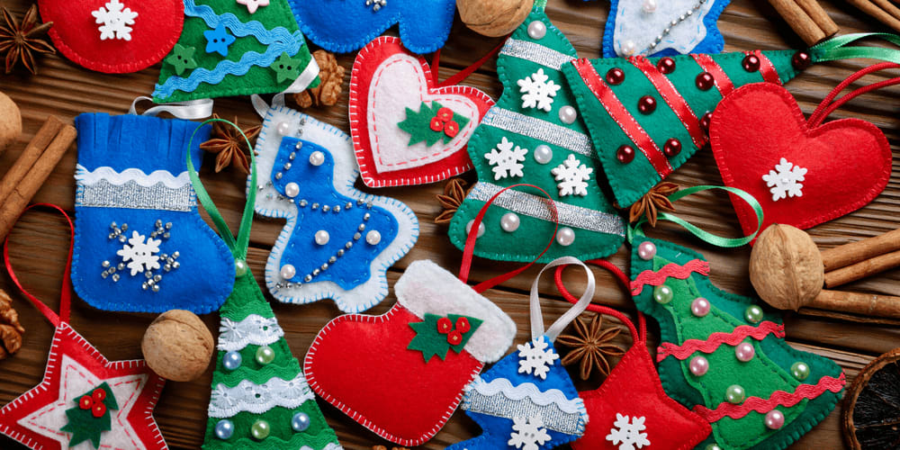 DIY Christmas decorations made from fabric