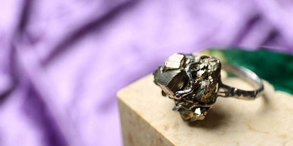 jc-edh-crystals-pyrite