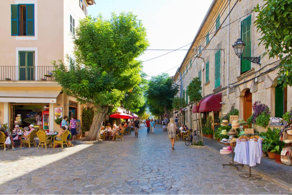 There are 3,400 restaurants in Mallorca.
