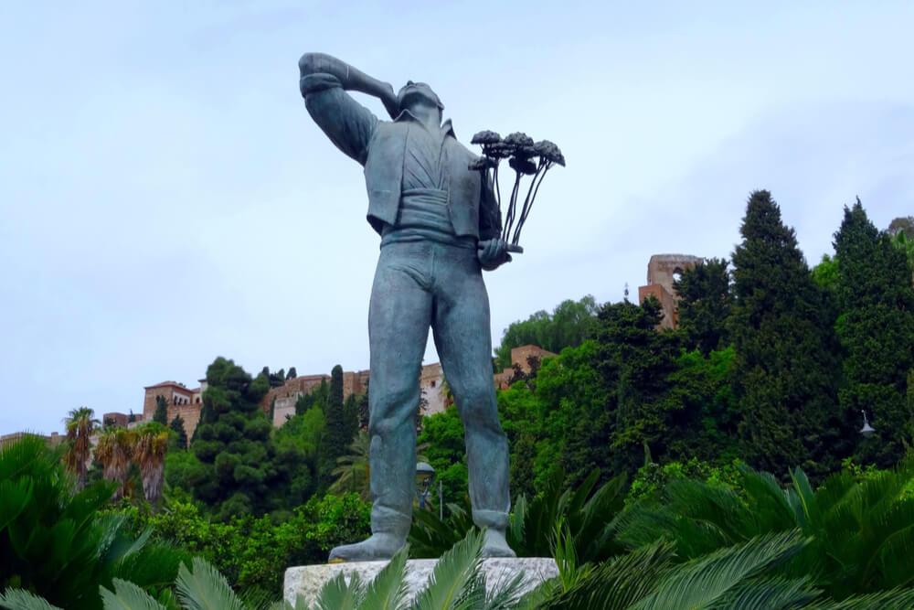 The famous Statue of the Biznaguero, symbol of Málaga.