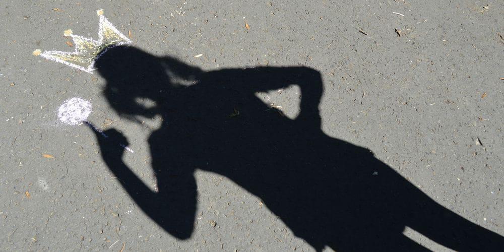 shadow-of-girl
