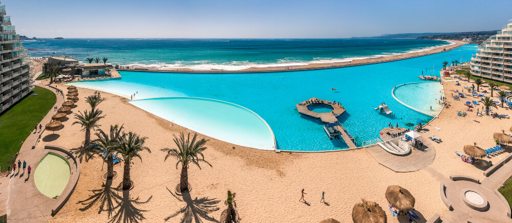 San Alfonso del Mar, Guinness World Record of the biggest swimming pool of the world with 8 hectares and 1 km in length. Algarrobo, Chile