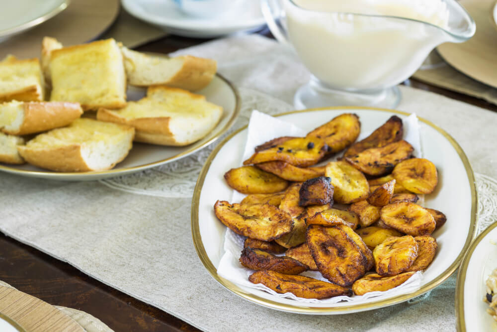 Fried slices of the ripe plantain, also called platano maduro, are eaten as snack or used to accompany dishes