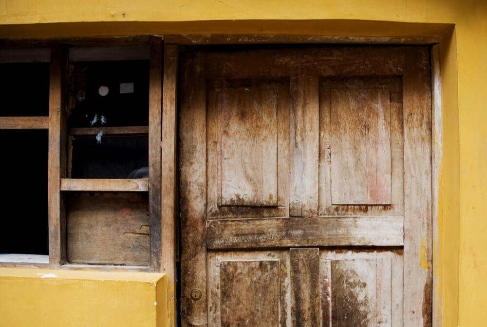 Located in Lima, Peru, la Casa Matusita is a house painted a bright shade of yellow that keeps a bloodcurdling secret: it is haunted by the victims of the unsolved crime that happened in one of its rooms.