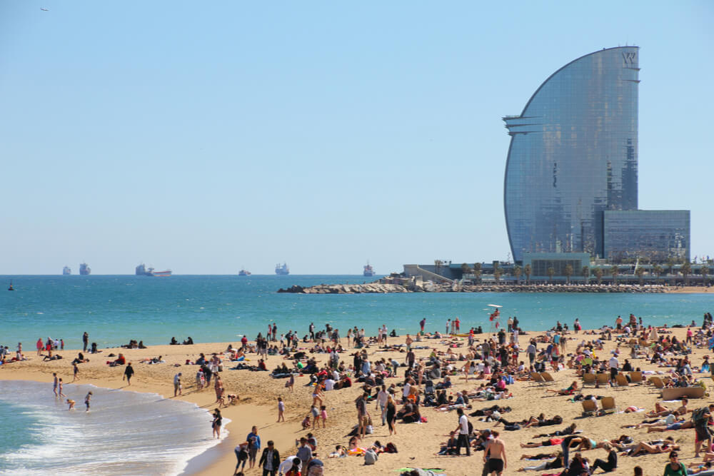 Barcelona city beach, 400 meters long, is one of the best 10 urban beaches of the world