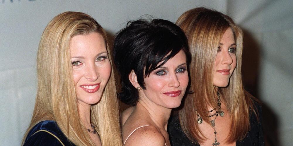 """Friends"" stars Lisa Kudrow, Courteney Cox, and Jennifer Aniston in December, 1997"