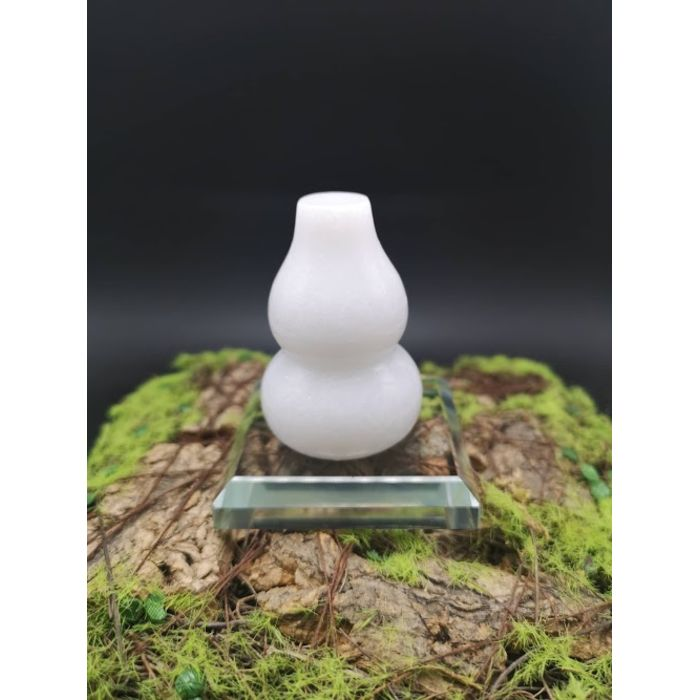 5厘米白玉葫芦摆件(包玻璃底座)5cm White Jade HuLu Decoration