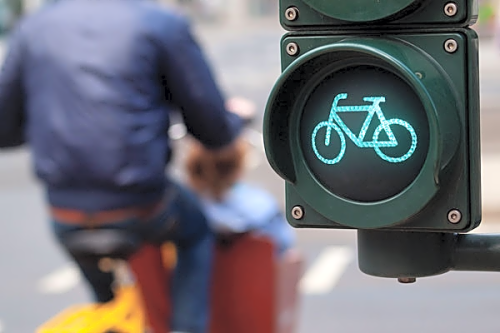 Cycle low level traffic light l7eiiv