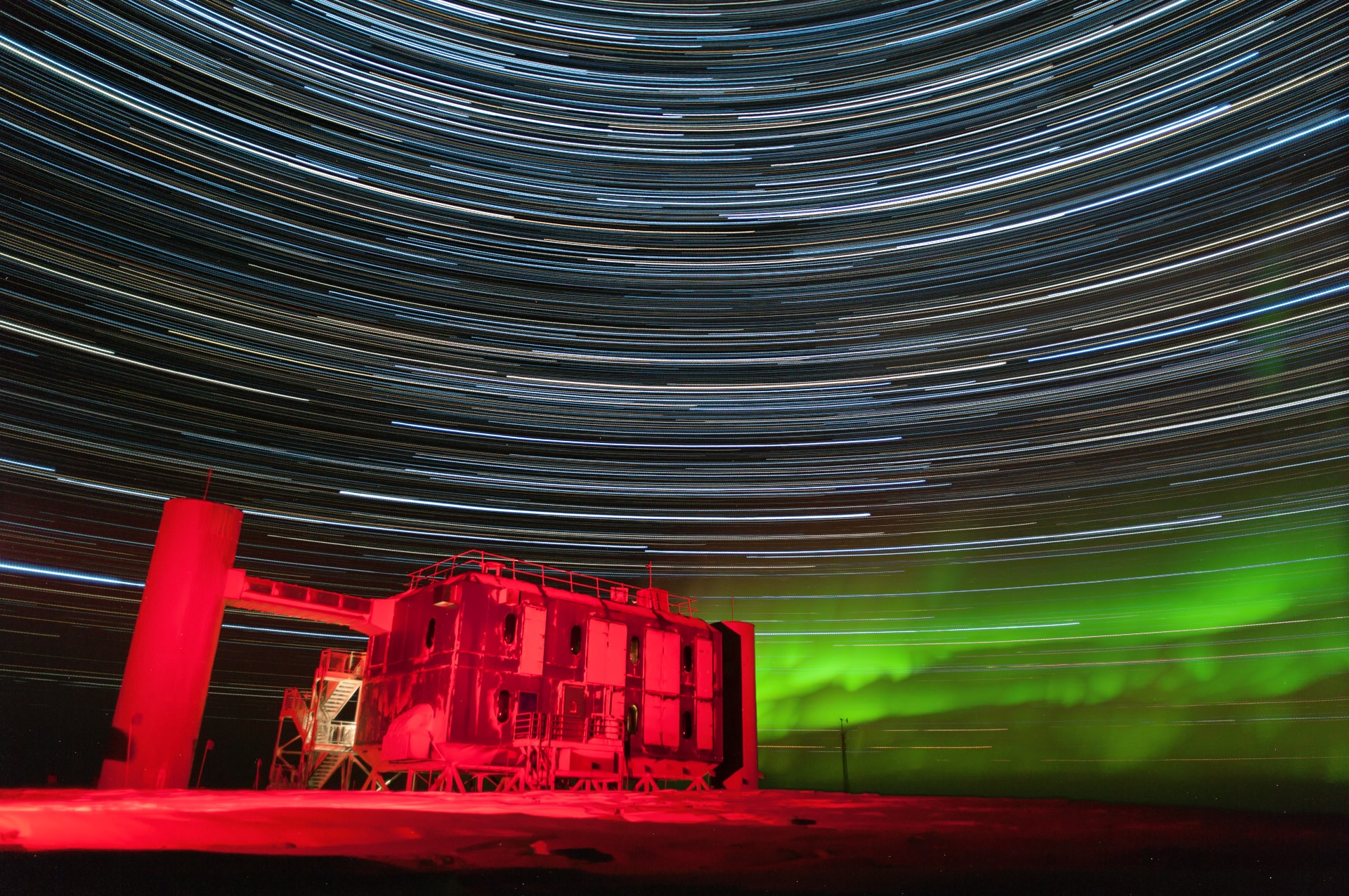 The IceCube Lab with star trails – 2015