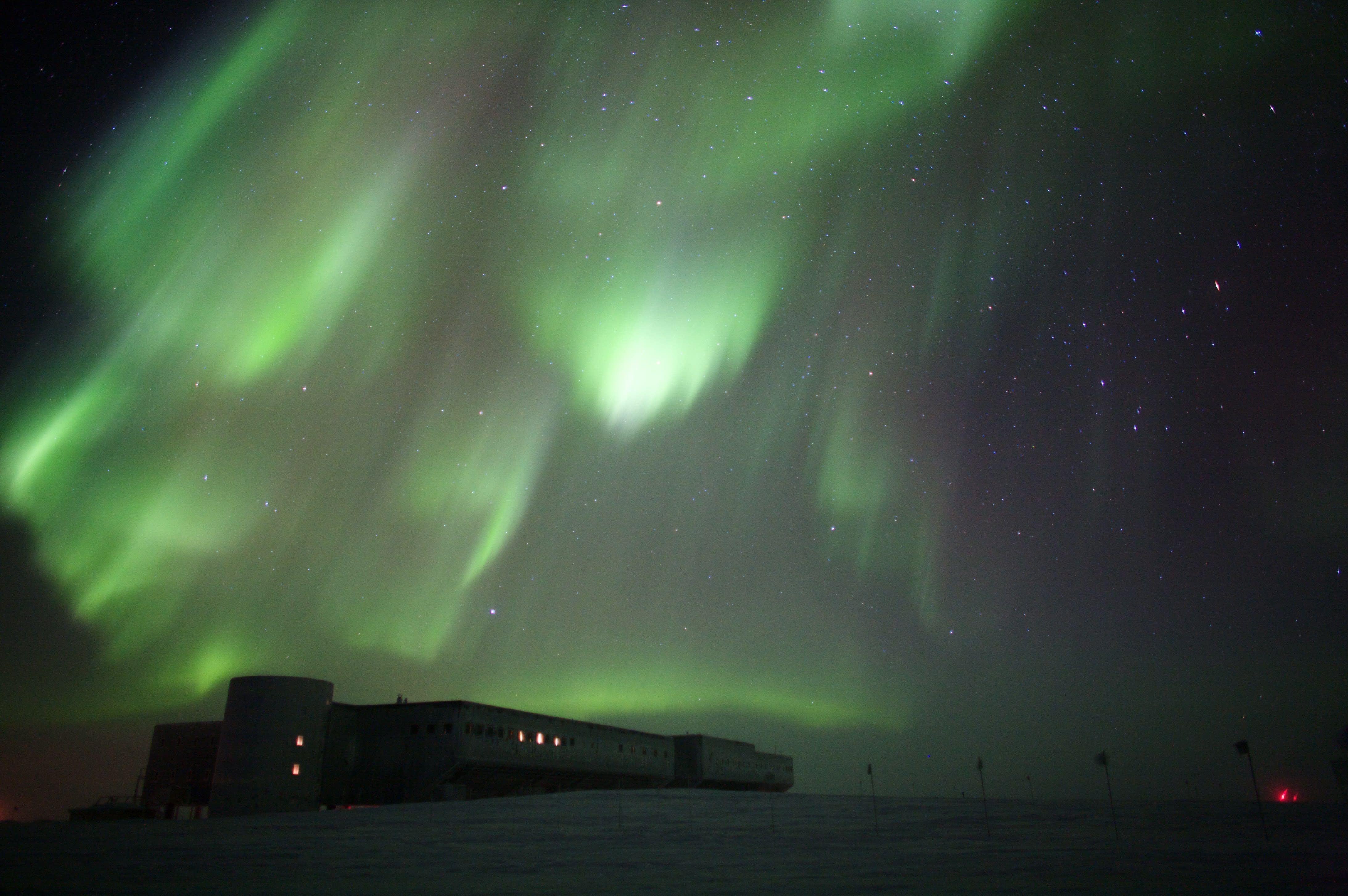 Shimmery auroras over South Pole station