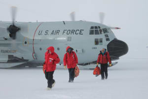 Arrivals to the South Pole