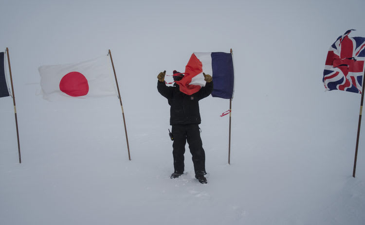 whiteout flags