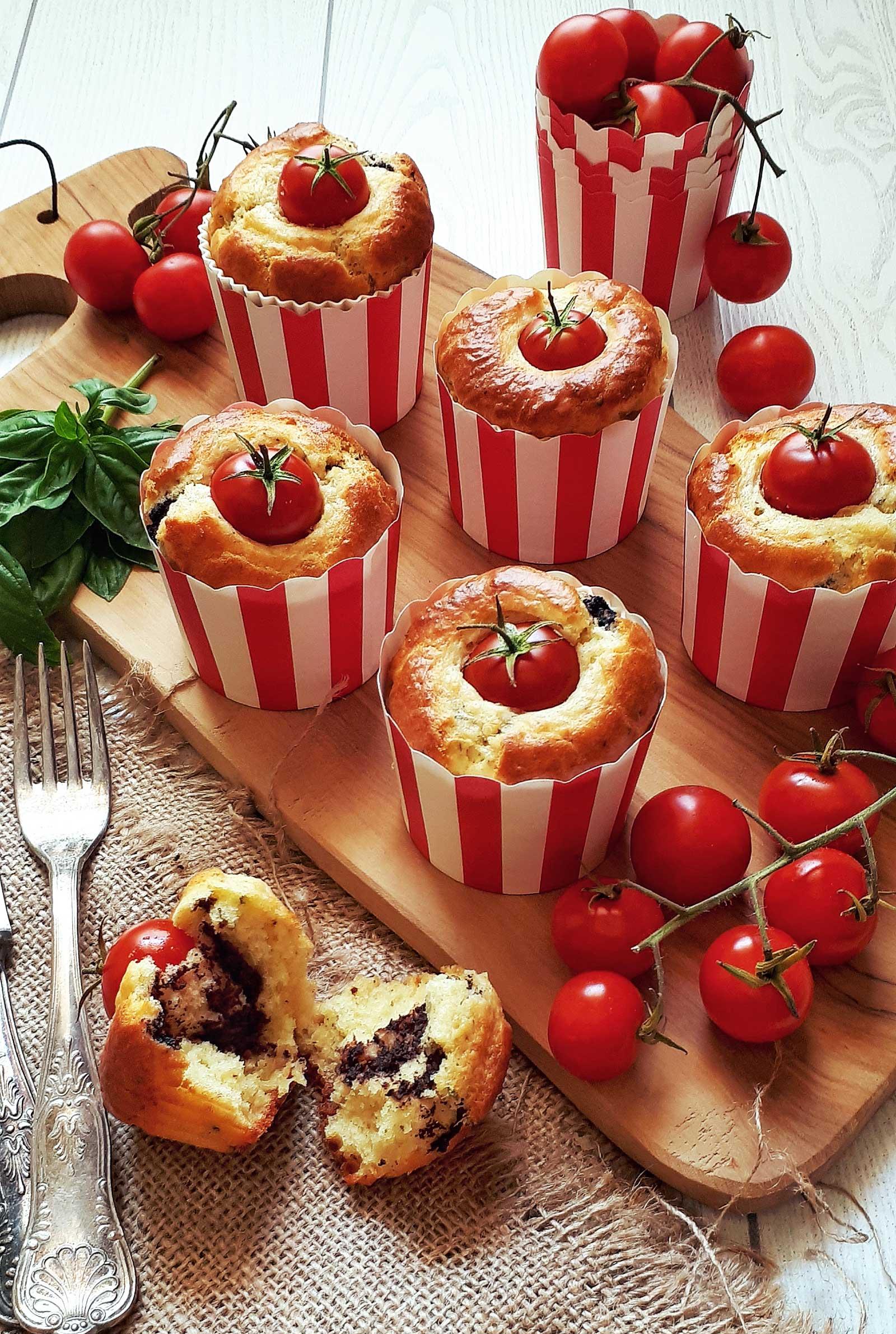 Muffins salati al parmigiano, pâté di olive e pomodorini ricetta di clelia bakery
