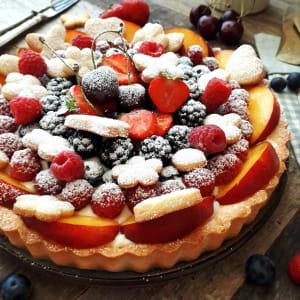 Crostata alla frutta con crema pasticcera e chantilly