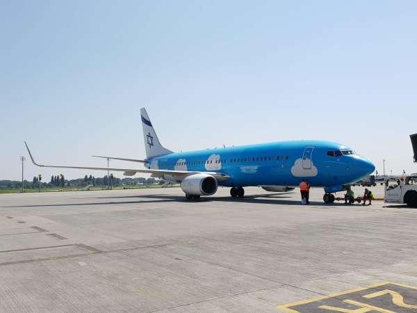 מתחרה של UIA: מטוס אל על בצביעת UP בשדה התעופה בקייב