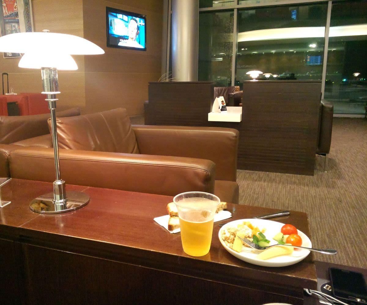 אוכל בטרקלין המלך דוד, נמל התעופה בן גוריון