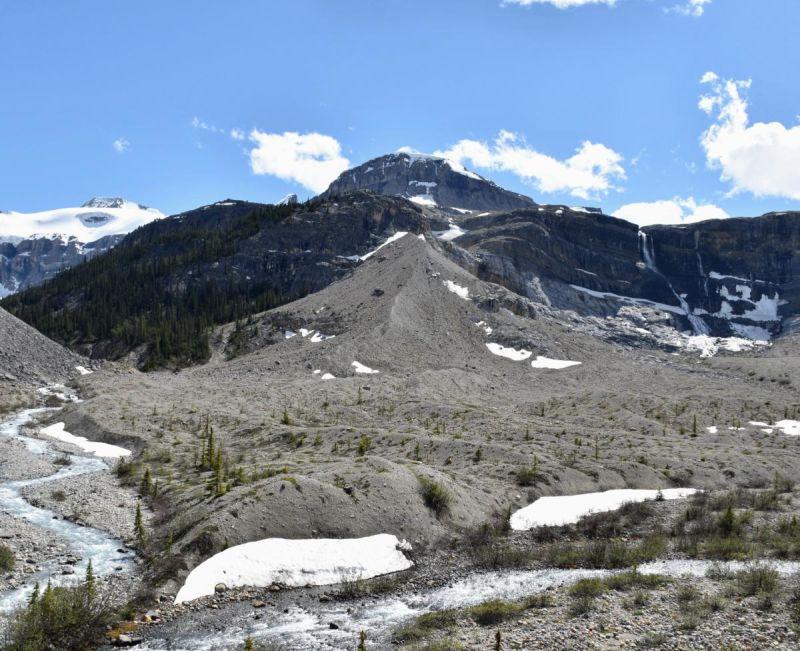 מפלי קרחון בו (Bow Glacier Falls), קנדה