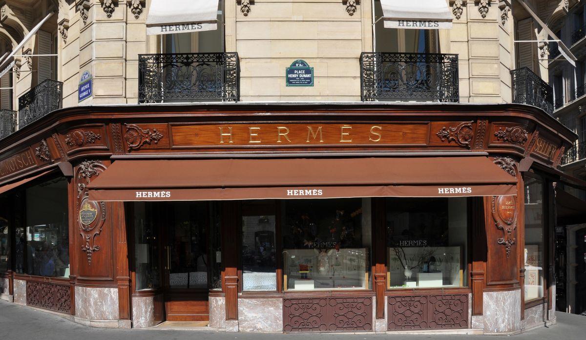 חנות המותג הצרפתי הרמס בפריז - שופינג בצרפת
