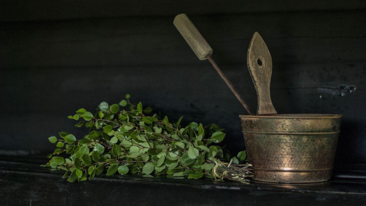 כלים לסאונה פינית בטבע