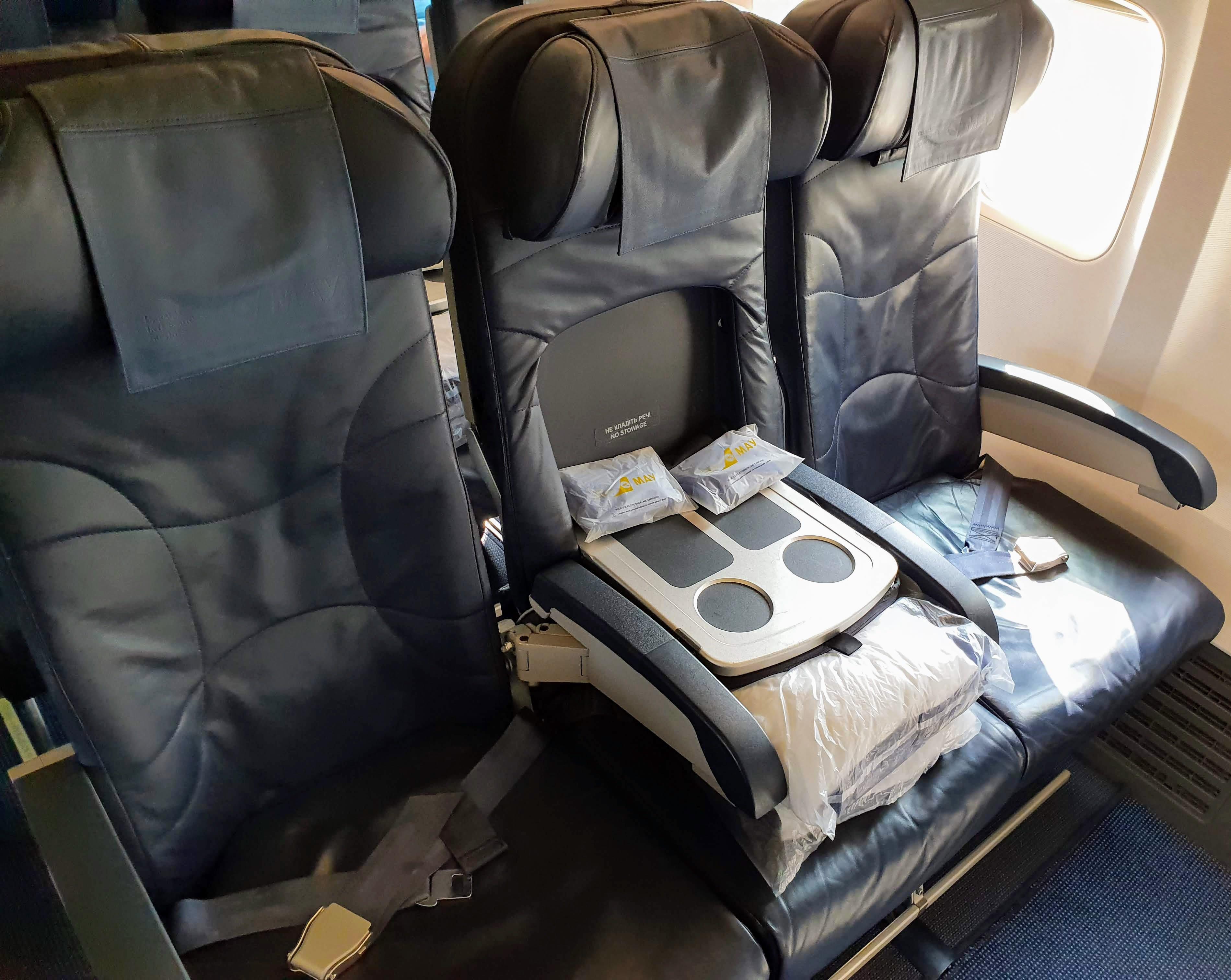 מושבי ביזנס במטוס 737-800 של יוקריין אינטרנשיונל איירליינס UIA
