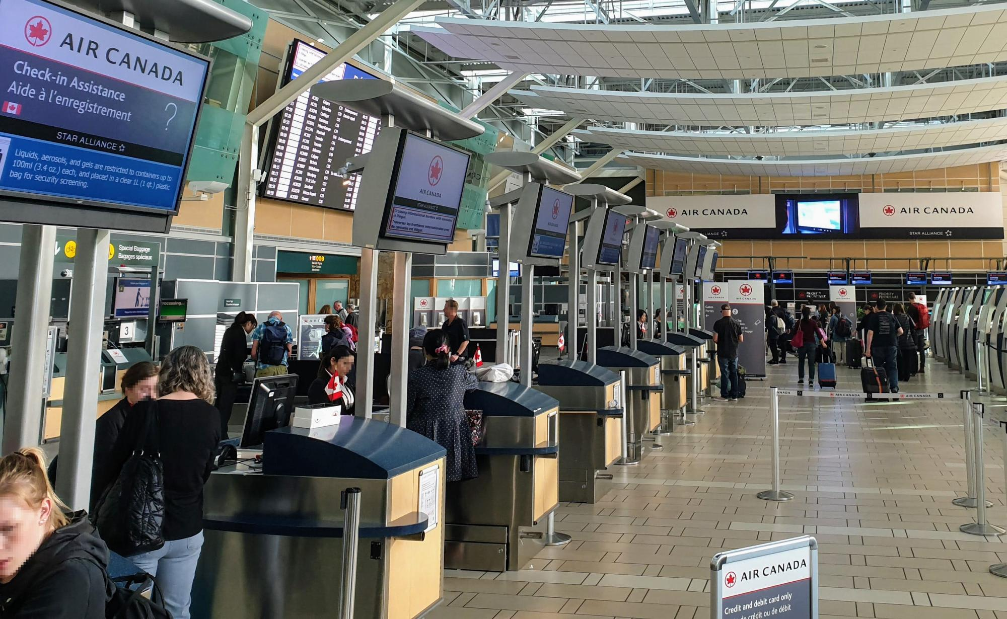 צ'ק אין לטיסה עם אייר קנדה בשדה התעופה
