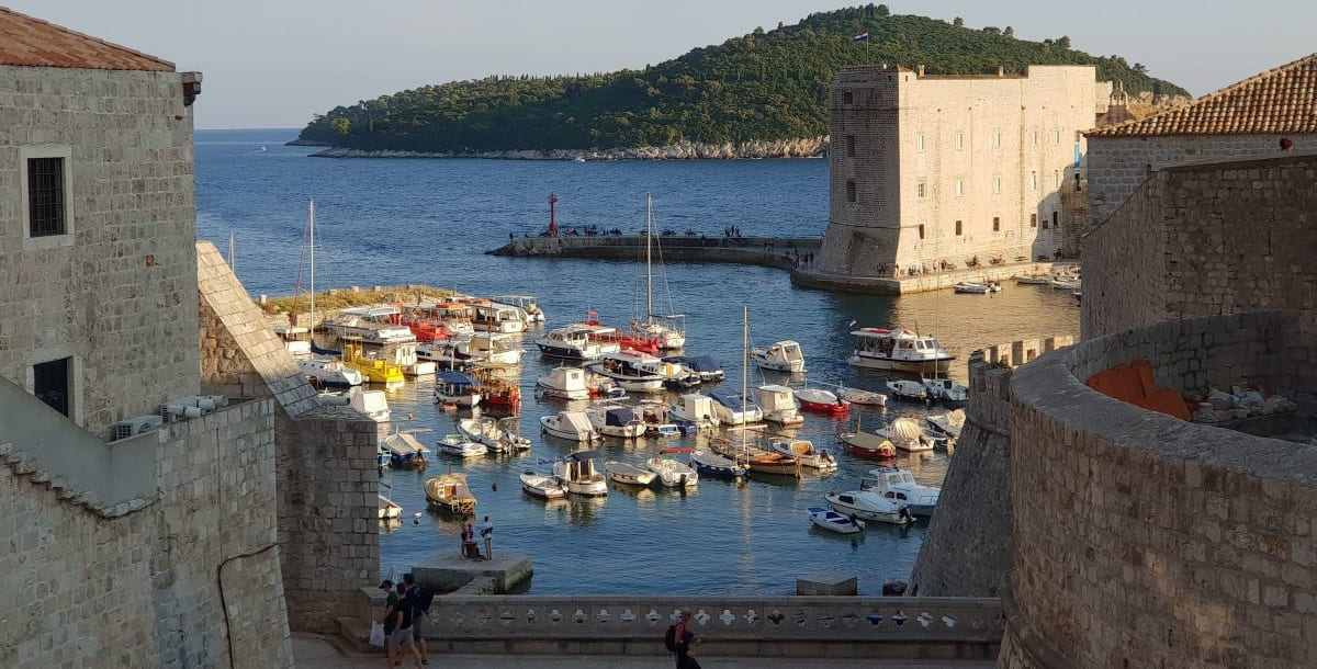 דוברובניק, קרואטיה – חופשה זוגית מושלמת לאוהבי ים צלול, שמש וספורט אתגרי